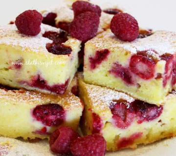 Jogurt kolač s malinama