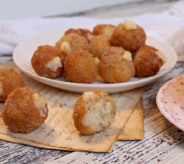 Snickerdoodle poppers fritule