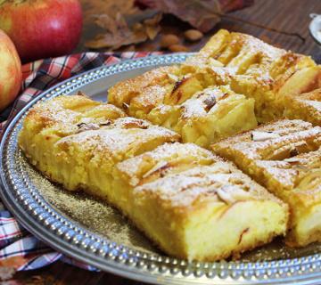 Jednostavan kolač s jabukama i bademima