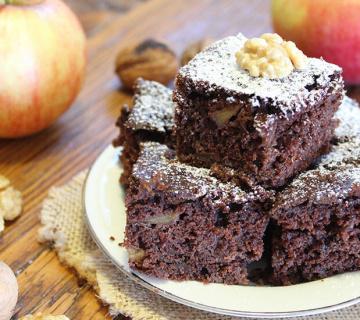 Jednostavan i aromatičan kolač s jabukama