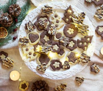 Dvobojni božićni keksi