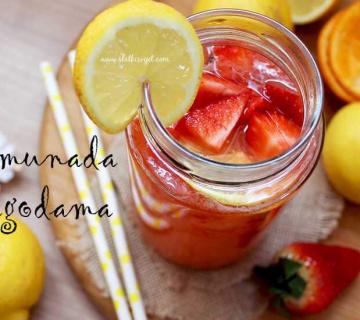 Osvježavajuća limunada s jagodama
