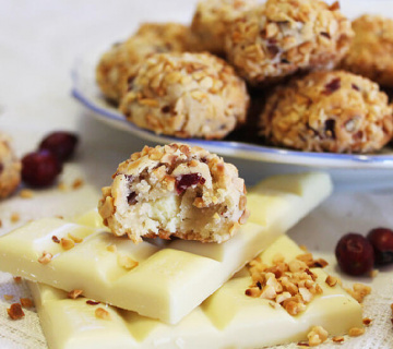 Marcipan kuglice s bijelom čokoladom