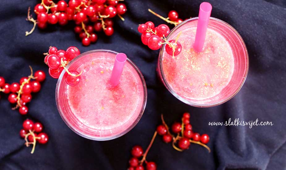 Smoothie s crvenim ribizlom