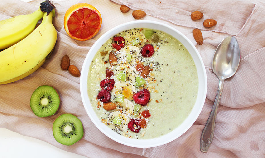 Smoothie bowl s bananom i kivijem