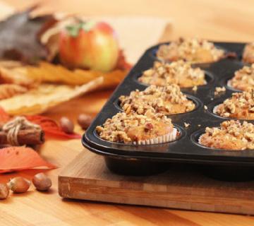 VIDEO RECEPT Muffini s jabukom, cimetom i lješnjacima